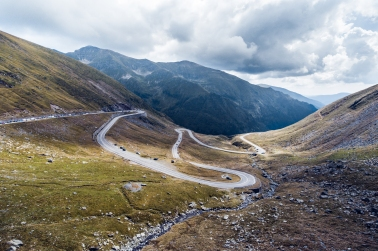 transfagarasan-road-valley-between-the-mountains-picjumbo-com.jpg